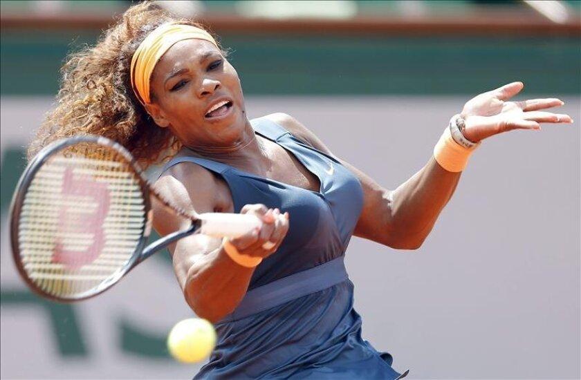 La tenista estadounidense Serena Williams en acción durante el partido de octavos que jugó contra la italiana Roberta Vinci en Roland Garros. EFE