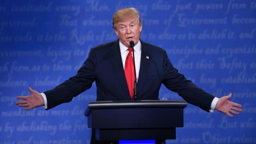 Donald Trump durante el tercer debate presidencial.