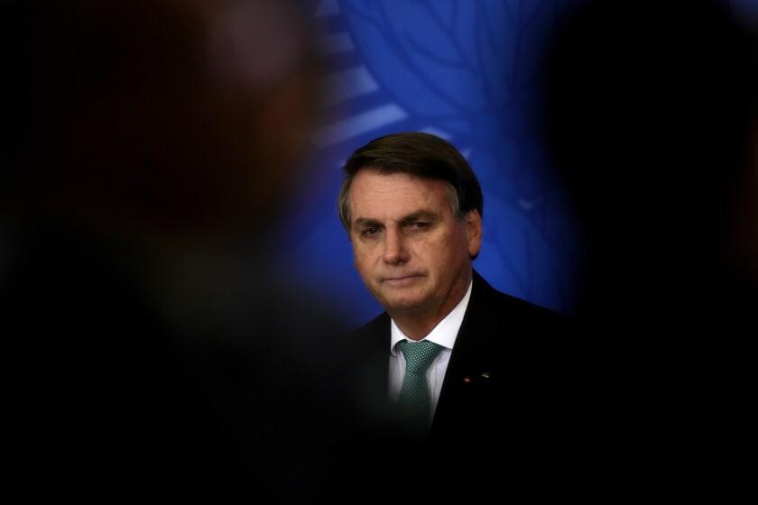 El presidente brasileño Jair Bolsonaro durante una ceremonia en Brasilia, el lunes 27 de septiembre de 2021. (AP Foto/Eraldo Peres)