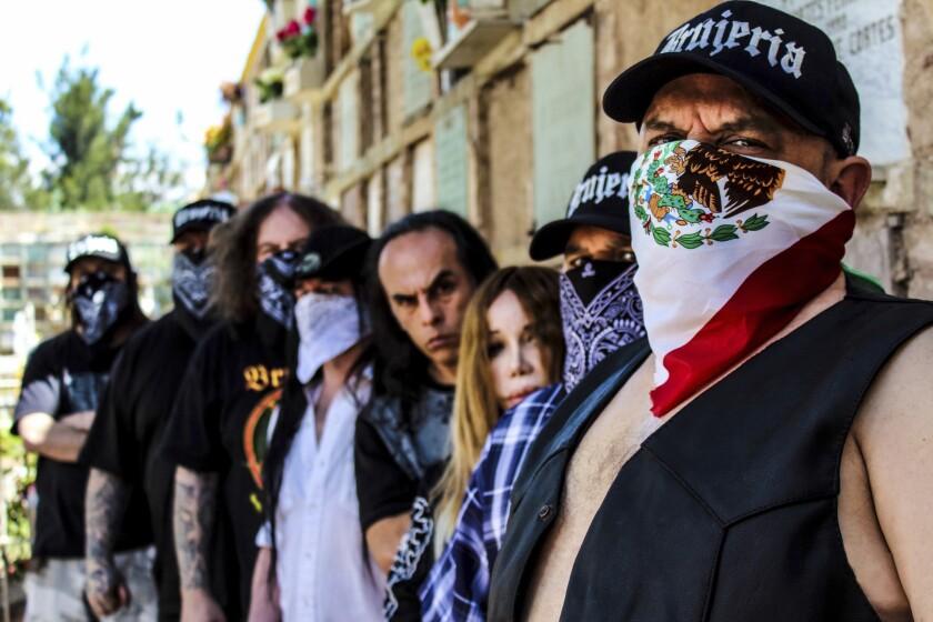 La banda local Brujería se ha hecho conocida por esconder las identidades de sus integrantes y sus letras agresivas contra los abusos anglosajones.