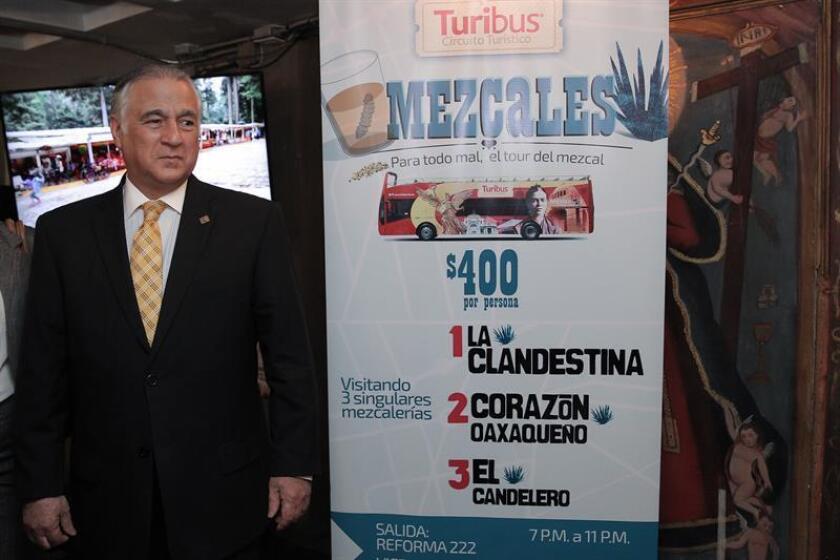 Miguel Torruco, quien fungía como fungía como Secretario de Turismo de la Ciudad de México, participaba el miércoles 20 de julio de 2016, durante la inauguración una nueva ruta de su autobús turístico que busca resaltar el arte, la tradición, la cultural y la herencia que representa el proceso de la elaboración del mezcal en el país. EFE/Archivo