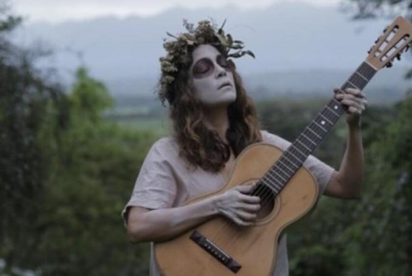 La cantautora mexicana Natalia Lafourcade en una foto reciente con motivo de esta festividad.