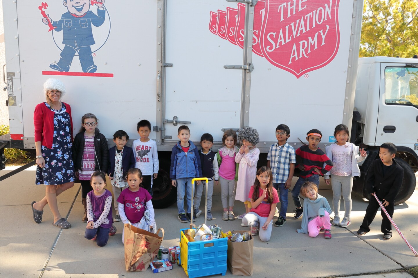Ms. OrtenzoÕs class brought their donations out to the truck