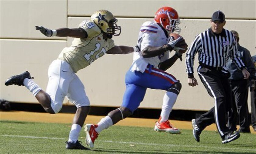 Florida wide receiver Deonte Thompson, center, catches a touchdown pass as he is defended by Vanderbilt cornerback Casey Hayward (19) in the second quarter of an NCAA college football game on Saturday, Nov. 6, 2010, in Nashville, Tenn. (AP Photo/Mark Humphrey)
