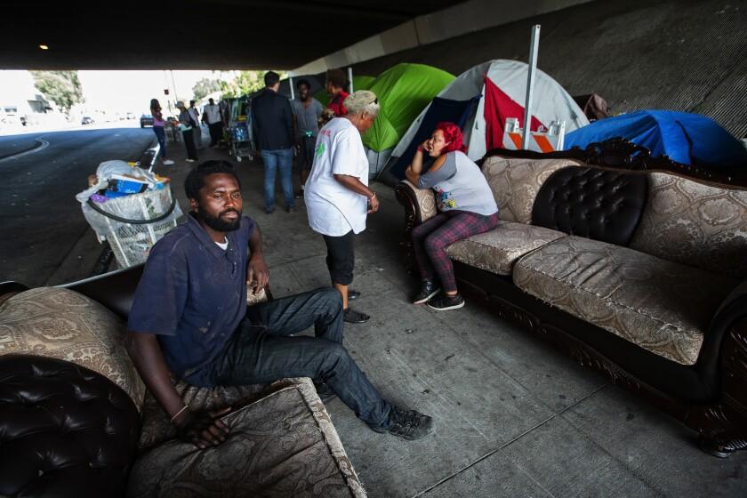 la-photos-1staff-460189-la-me-caltrans-homeless1-mam.jpg