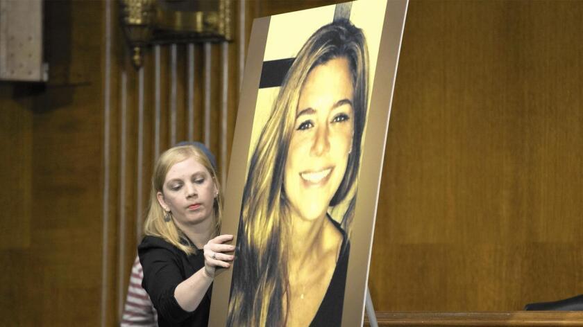 El debate sobre cómo debe lidiar el gobierno federal con las autoridades locales que no cooperan con las autoridades de inmigración alcanzó un punto febril desde el 1 de julio, cuando Kathryn Steinle fue asesinada a disparos en un muelle de San Francisco,