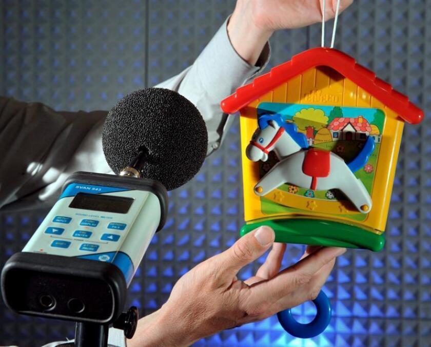 La Navidad es la época por excelencia de los regalos y para los niños de los juguetes, algunos de ellos con niveles de sonido que pueden ocasionar daños irreversibles en el sistema auditivo, según advierten expertos de la Universidad California Irvine. EFE/ARCHIVO