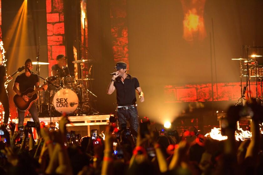 Enrique Iglesias en la 13th ediciónde Premios Juventud. (Photo by Rodrigo Varela/Getty Images for Univision)