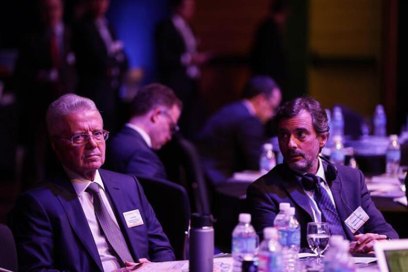 El director general de la Federación Latinoamericana de la Industria Farmacéutica (FIFARMA), Luis Villalba (i), y el director de Pugatch Consilium, Daniel Coriat (d), fueron registrados este miércoles, durante la Cumbre de Atención Sanitaria en América Latina y Ciencias de la Vida, en Sao Paulo (Brasil). EFE