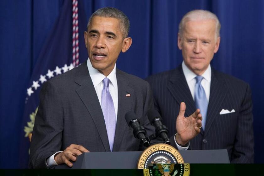 El presidente de Estados Unidos, Barack Obama (i), acompañado del vicepresidente estadounidense Joe Biden (d). EFE/Archivo