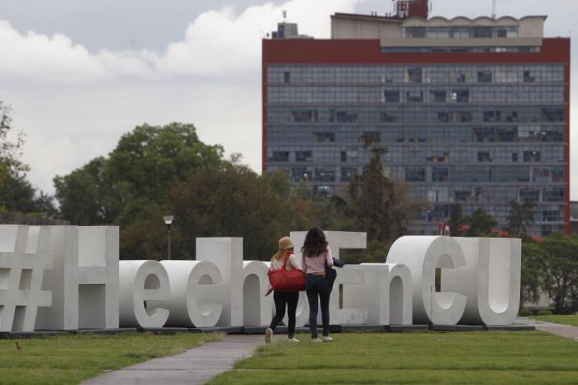 Trabajadores universitarios y médicos preparan movilizaciones en México