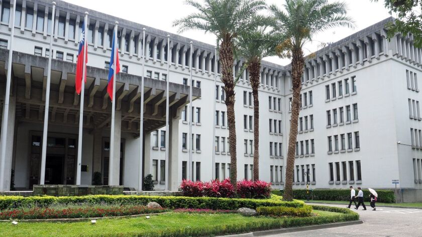 The Foreign Ministry in Taipei is warning Taiwanese living abroad of scam artists claiming to represent the governments of Taiwan or China.