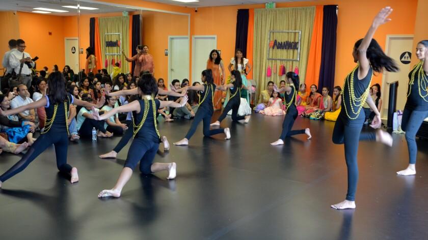 tn-wknd-et-adaa-dance-202001257.jpg