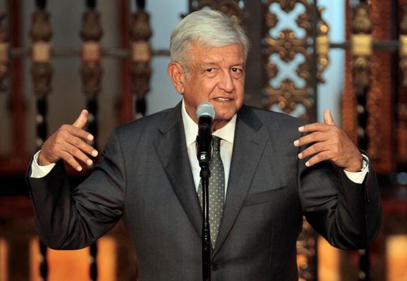 El próximo presidente de México, Andrés Manuel López Obrador, habla ante medios de comunicación hoy, martes 3 de julio de 2018, en el Salón Tesorería de Palacio Nacional, en Ciudad de México (México). EFE