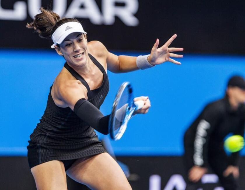 La tenista española Garbiñe Muguruza devuelve la bola durante la pasada edición de la Copa Hopman. EFE/Archivo