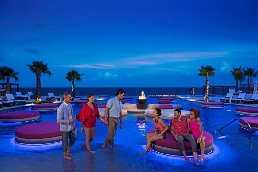 Fotografía cedida hoy, martes 19 de junio de 2018, por el corporativo AMResorts, que muestra un espacio del hotel Breathless Riviera Cancún, en el estado de Quintana Roo (México). EFE/Carlos Bolaños/Cortesía AMResorts/SOLO USO EDITORIAL