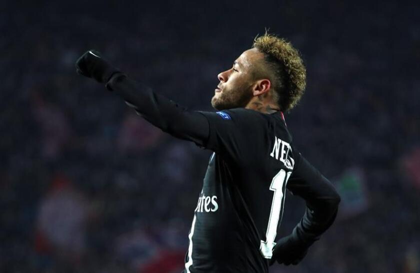 Neymar Jr. de PSG celebra tras anotar un gol durante un partido. EFE/Archivo