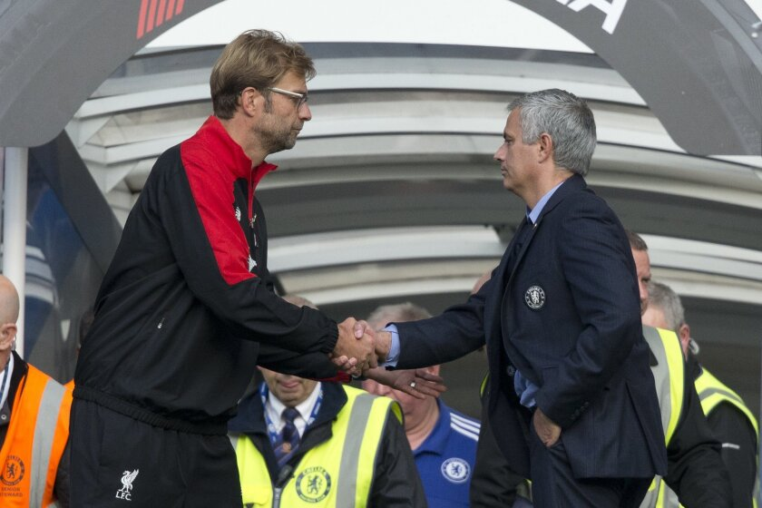 Chelsea's head coach Jose Mourinho, right, shakes hands with Liverpool's head coach Juergen Klopp after the final whistle of the English Premier League soccer match between Chelsea and Liverpool at Stamford Bridge stadium in London, Saturday, Oct. 31, 2015. Chelsea lost the match 3-1. (AP Photo/Mat