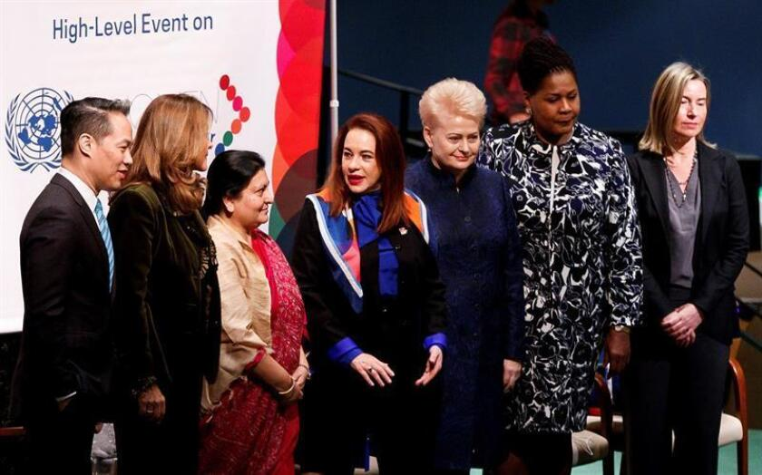 El periodista Richard Lui; la vicepresidenta de Colombia, Marta Lucía Ramírez; la presidenta de Nepal, Bidya Devi Bhandari; la presidenta de la Asamblea General de la ONU, María Fernanda Espinosa; la presidenta de Lituania, Dalia Grybauskaite; la presidenta de Trinidad y Tobago, Paula-Mae Weekes, y Federica Mogherini, alta representante de la Unión Europea para Asuntos Exteriores y Política de Seguridad (izda a dcha), participan en el 63 periodo de sesiones de la Comisión de la Condición Jurídica y Social de la Mujer de las Naciones Unidas, en Nueva York (EEUU). EFE