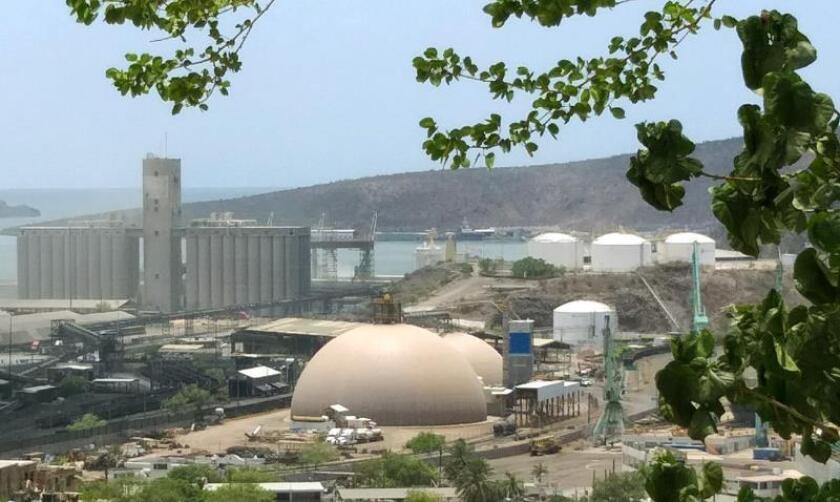 Vista general este sábado de la empresa minera Grupo México que ha sido clausurada tras el derrame de unos 3 mil litros de ácido sulfúrico, en Guaymas (México). EFE/Lenin Flore