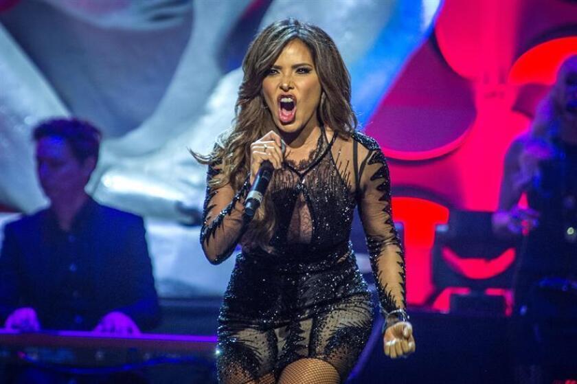 La cantante mexicana Gloria Trevi actúa en la ceremonia de los Premios La Musa en Miami (EE.UU.). EFE