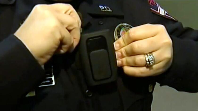 El fiscal del condado de San Diego espera recibir este año más de 100,000 videos de las cámaras corporales de los policías.