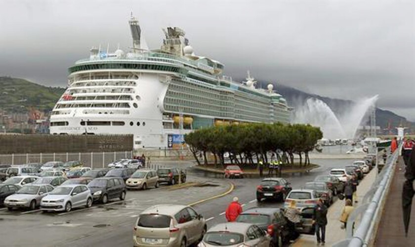 El crucero Independence of the Seas de la compañía Royal Caribbean retornó hoy al puerto de Everglades, cercana a Fort Lauderdale (Florida), con 220 pasajeros enfermos a causa de un virus estomacal. EFE/ARCHIVO