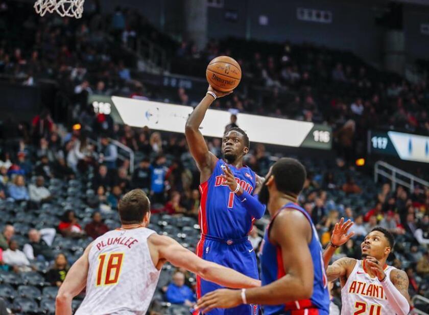 En la imagen, el italiano Reggie Jackson (c) de Detroit Pistons. EFE/Archivo