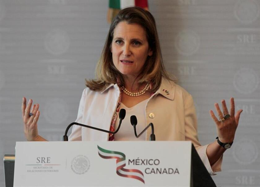 La ministra canadiense de Exteriores, Chrystia Freeland, habla durante una rueda de prensa en Ciudad de México (México). EFE/Archivo