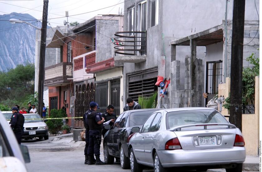 Según testigos, al lugar donde se preparaba la celebración de un Baby Shower en Monterrey llegaron tres camionetas y descendieron hombres armados que abrieron fuego frente al domicilio.