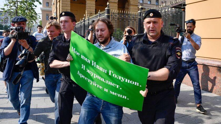 RUSSIA-MEDIA-POLITICS-ARREST