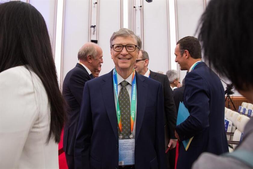 """El fundador de Microsoft, Bill Gates, asiste a la ceremonia de inauguración de la feria global de importación """"China International Import Expo"""" el lunes en Shanghái (China). EFE"""