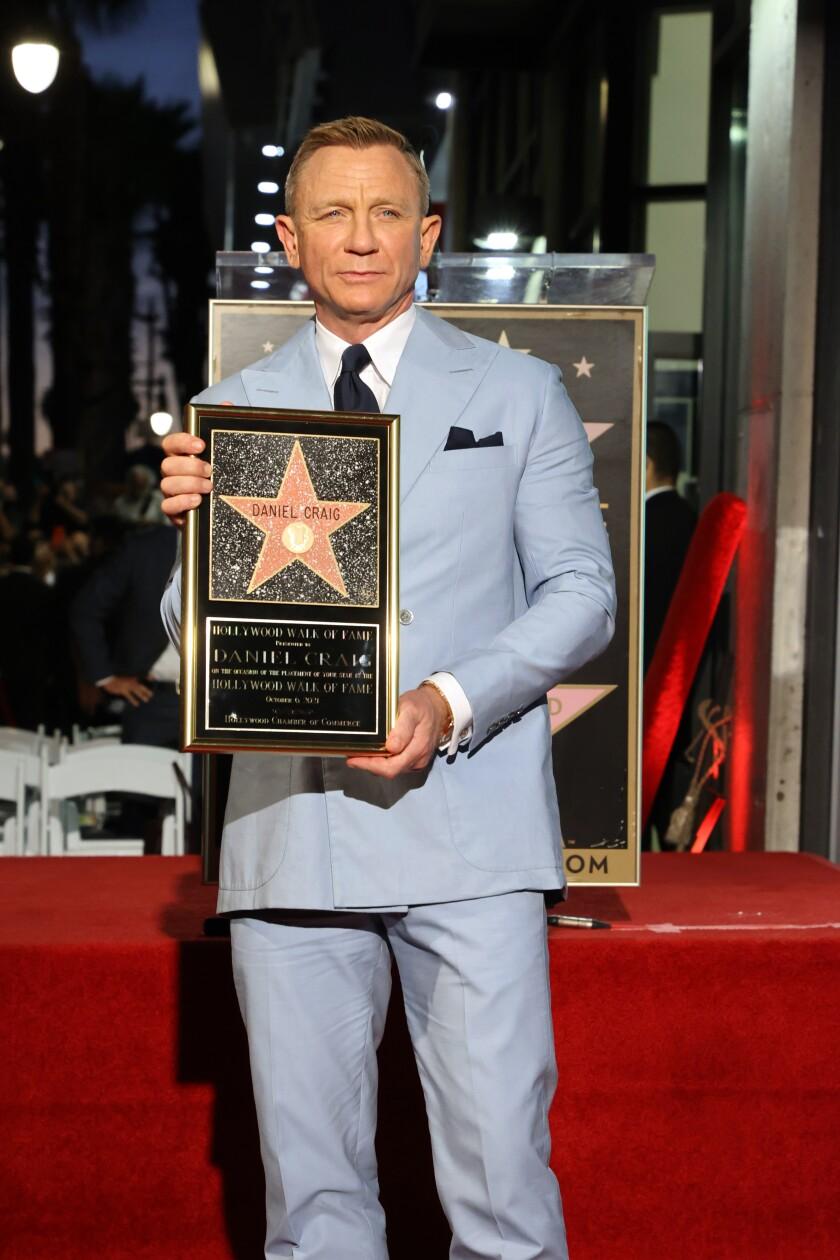 """La ceremonia de sus estrella concincide con el lanzamiento de su última cinta como James Bond """"No Time to Die""""."""