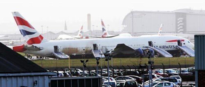 Crash landing at London's Heathrow Airport injures 8 - Los