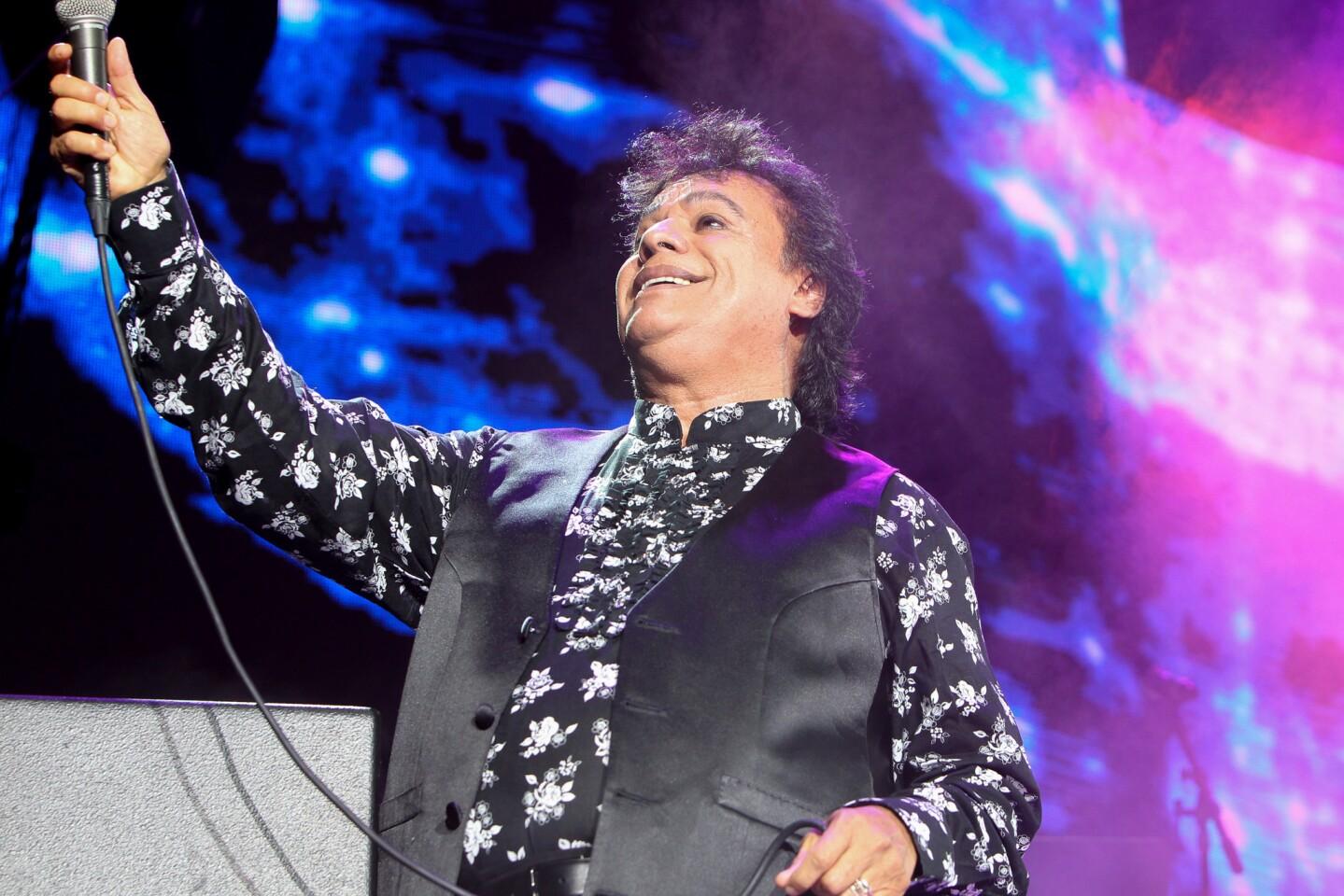 Juan Gabriel conquistó el Forum de Los Ángeles y regresará el próximo mes para ofrecer otros dos conciertos (Photo:DDPixels).