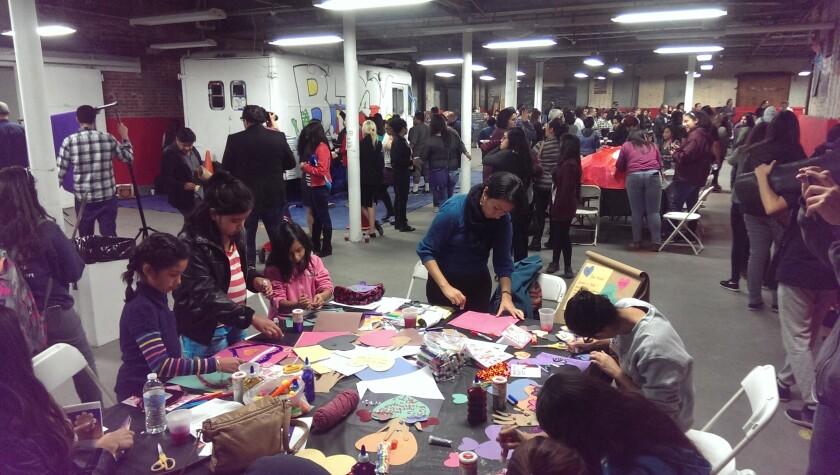 Al evento de Boyle Heights para la Juventud llegaron más de 200 jóvenes a mostrar su talento y habilidades artísticas.