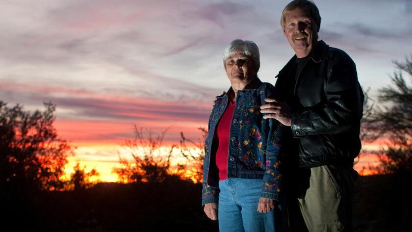 La sobreviviente del tiroteo masivo de Tucson, Patricia Maisch, y su esposo, John (Gina Ferazzi/Los Angeles Times).