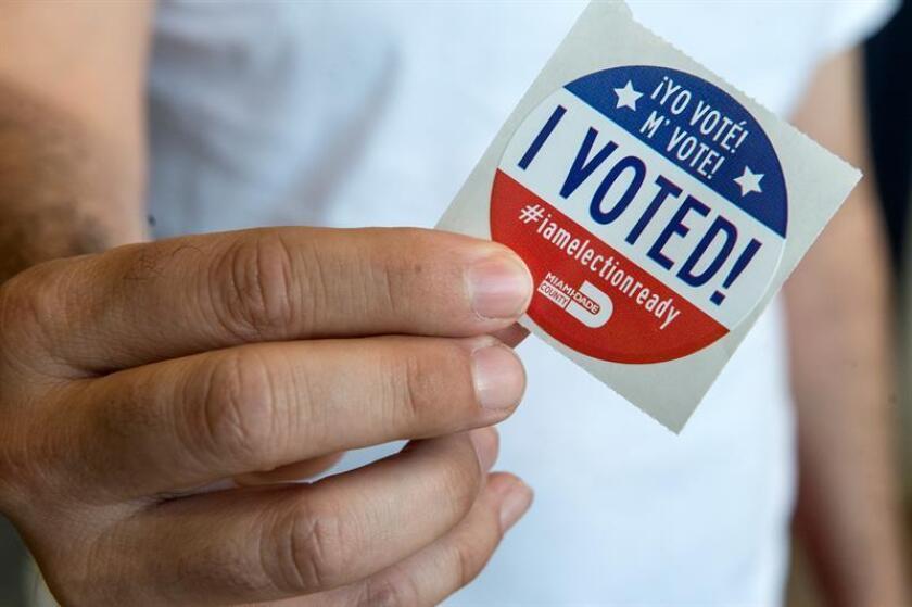 Ocho de cada diez latinos registrados para votar en Florida piensan ejercer su derecho al sufragio en las próximas elecciones de medio término, que se celebrarán el 28 de agosto, así como en las sucesivas, según un estudio difundido hoy. EFE/Archivo