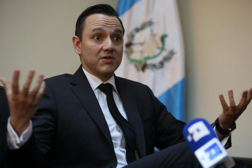 Fotografía del 8 de abril de 2016 de el secretario de Inteligencia Estratégica de Guatemala, Mario Duarte, durante una entrevista con Efe en Ciudad de Guatemala (Guatemala). EFE/Archivo