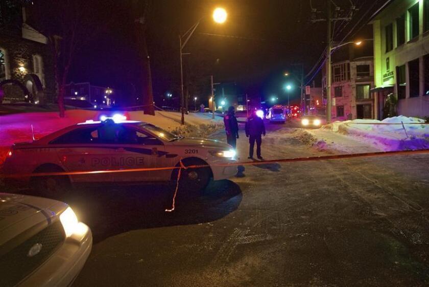 """El primer ministro canadiense, Justin Trudeau, subrayó hoy que el terrorismo no logrará """"dividir"""" al país y reafirmó """"al millón de musulmanes canadienses"""" que viven en él que """"esta es su casa"""", tras el ataque terrorista contra una mezquita en Québec que dejó anoche seis muertos y varios heridos. EFE"""