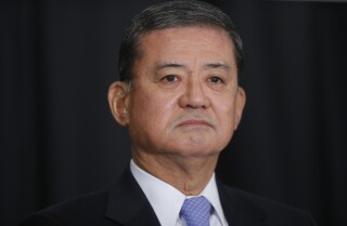 VA chief Eric Shinseki resigns, apologizes for scandal