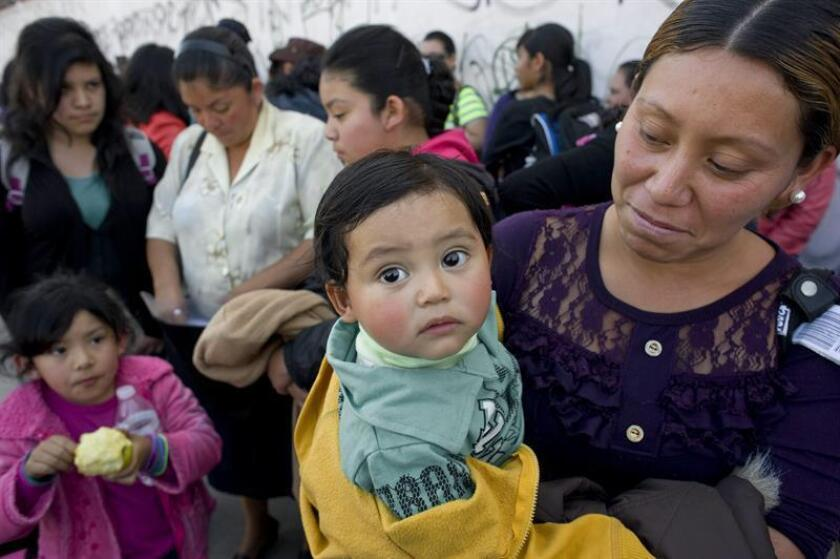 """Muchas mujeres en México mueren por falta de prevención y no acudir a consulta médica debido a que dan prioridad a la salud de los hijos y maridos. """"Tendemos a subestimar nuestras condiciones físicas"""", señaló hoy la psicóloga Silvia Méndez Celayo. EFE/ARCHIVO"""