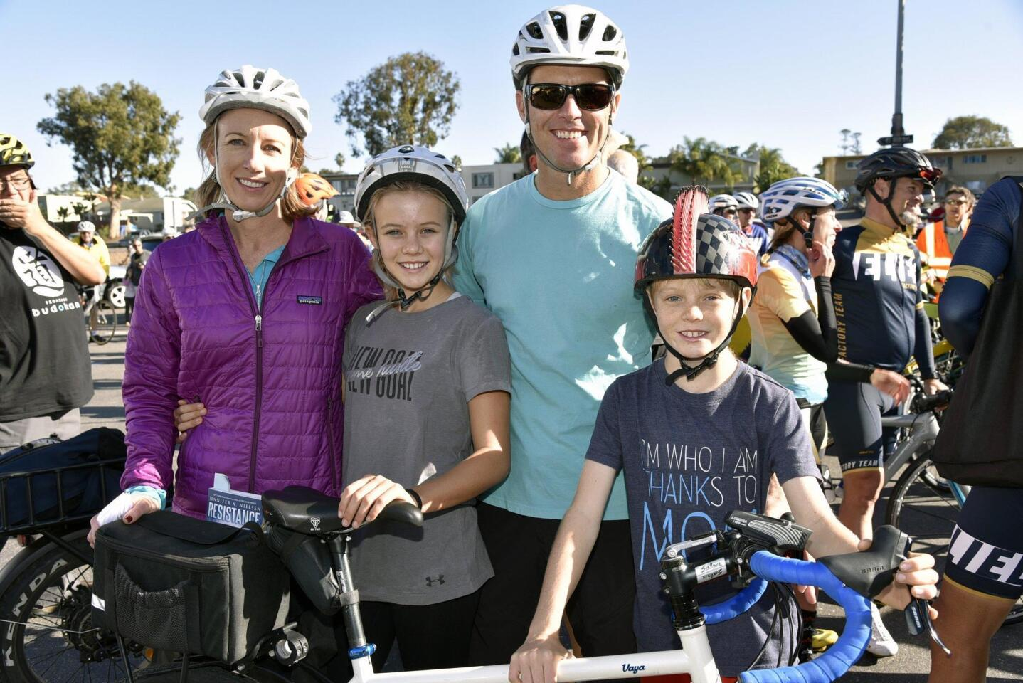 Hundreds take part in 'Ride for Roberta' event in Encinitas to honor injured cyclist