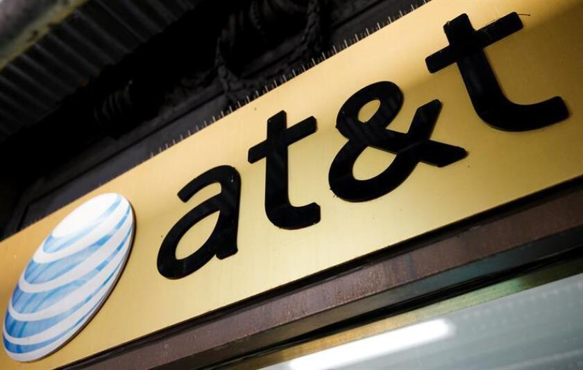 Vista del logo del gigante de las telecomunicaciones AT&T. EFE/Archivo