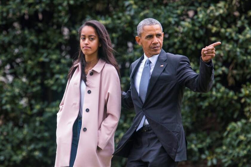 Ivanka Trump y Chelsea Clinton defendieron hoy el derecho a la intimidad de Malia Obama, hija mayor del expresidente Barack Obama, después de que varios medios publicaran esta semana imágenes sobre la vida privada de la joven. EFE/ARCHIVO