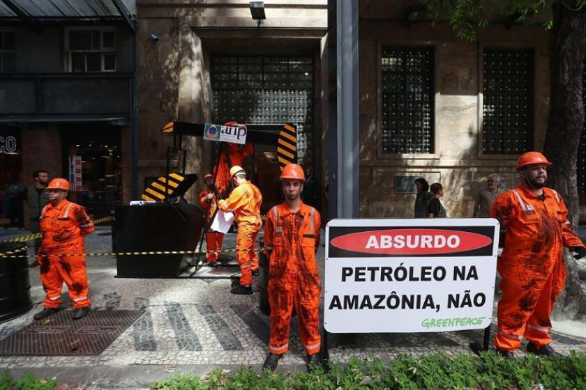 Greenpeace protests against Brazil's planned auction of Amazon oil blocks