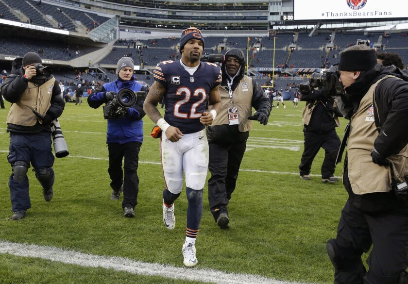 FILE - In this Jan. 3, 2016 file photo, Chicago Bears running back Matt Forte (22) leaves the field after an NFL football game against the Detroit Lions in Chicago. Forte, a two-time Pro Bowl running back, announced on Instagram Friday, Feb. 12, 2016, morning that the team informed him this week it