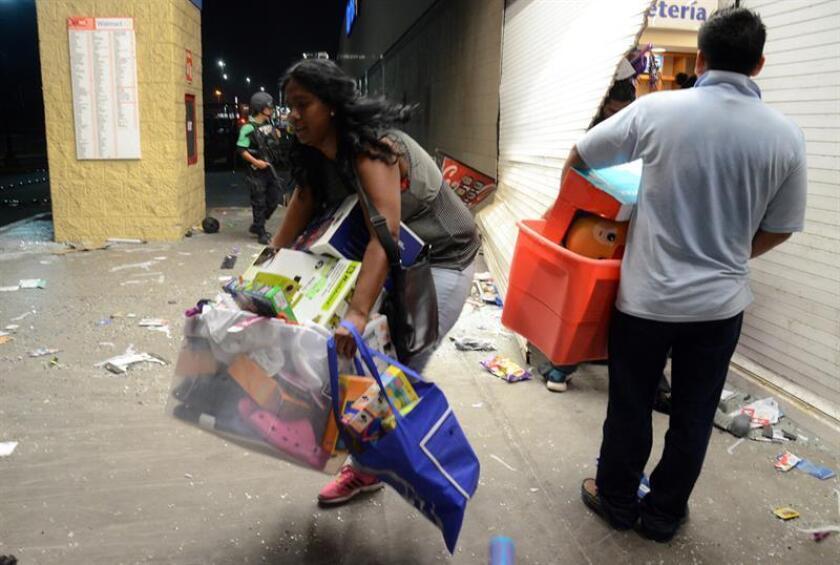 Manifestantes saquean tiendas durante las protestas por el gasolinazo en México. EFE/Archivo