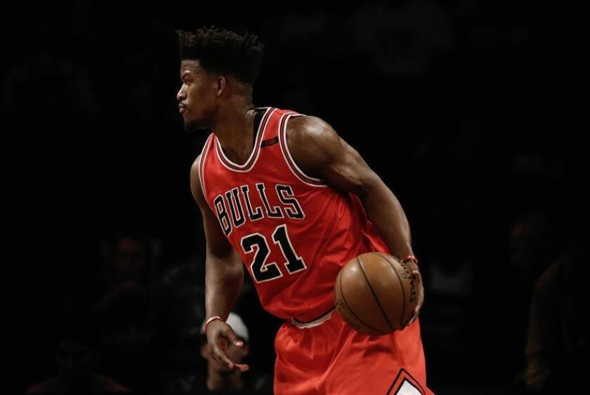 El jugador Jimmy Butler durante un partido de la NBA, todavía con los Bulls. EFE/Archivo