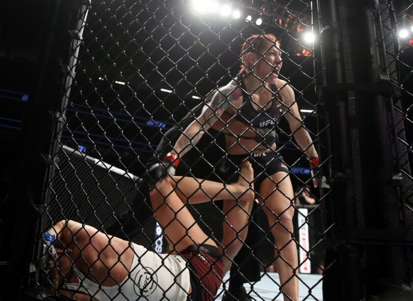 Cyborg luce su fuerza DESTRUCTORA en UFC 222